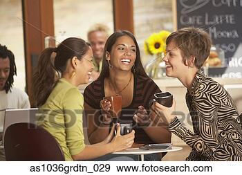 Arquivo Fotográficos - mulheres, bebendo,  café, junto. fotosearch  - busca de fotos,  imagens e clipart