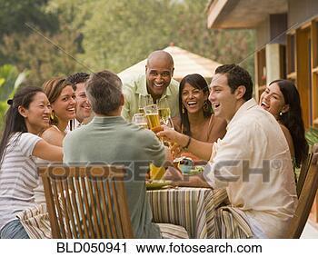 Arquivo de Fotografia - multi-étnico,  amigos, brindar,  partido. fotosearch  - busca de fotos,  imagens e clipart