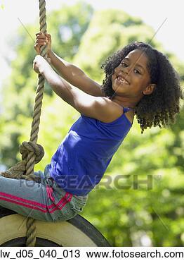 Banco de Imagem - retrato, menina,  pneu, balanço.  fotosearch - busca  de fotos, imagens  e clipart
