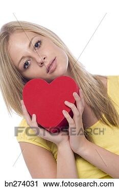Arquivo de Fotografia - menina,  heart-shaped.  fotosearch - busca  de fotos, imagens  e clipart