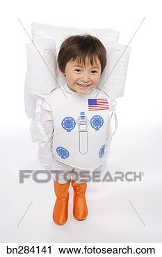 stock fotografie junge in astronaut kost m bn284141 suche stockfotos fotos prints. Black Bedroom Furniture Sets. Home Design Ideas