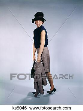 Banco de Imagem - esvaziado, olhar,  mulher, arrastar,  casaco, bolsa,  simbólico. fotosearch  - busca de fotos,  imagens e clipart