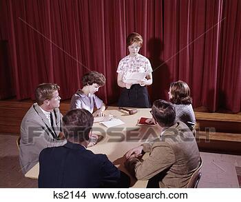 Teen Forum Students Discuss 93