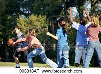 Banco de Imagem - crianças, tocando,  jogo, basquetebol.  fotosearch - busca  de fotos, imagens  e clipart