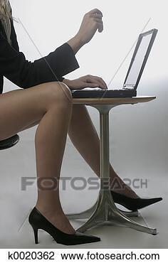 Banque de Photo - paire, jambes.  fotosearch - recherchez  des photos, des  images et des  cliparts