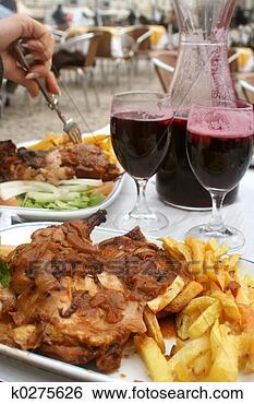 Banco de Imagem - galinha, jantar.  fotosearch - busca  de fotos, imagens  e clipart