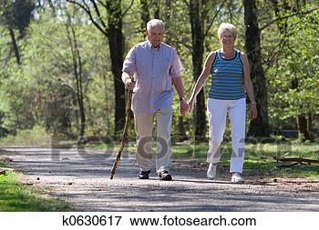 Foto - andar, através,  parque. fotosearch  - busca de fotos,  imagens e clipart