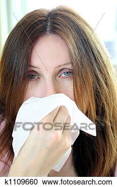 Arquivo de Fotografias - mulher, gripe,  ou, alergia. fotosearch  - busca de fotos,  imagens e clipart