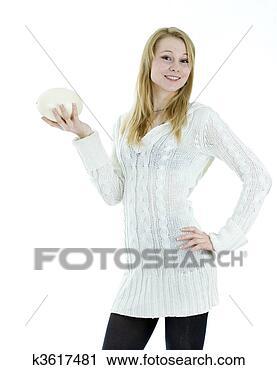 Arquivo de Fotografia - jovem, loura,  cabelo, mulher,  segurando, avestruzes,  egg . fotosearch  - busca de fotos,  imagens e clipart