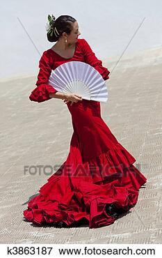 Foto - tradicional, mulher,  espanhol, flamenco,  dançarino, vermelho.  fotosearch - busca  de fotos, imagens  e clipart