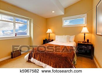 Banque de photo chambre coucher jaune moutarde for Peinture chambres a coucher