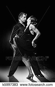 Banco de Imagem - par, dançar, latim,  dança, rua, noturna.  fotosearch - busca  de fotos, imagens  e clipart