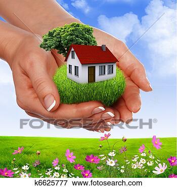 Foto - mãos, segurando,  casa. fotosearch  - busca de fotos,  imagens e clipart