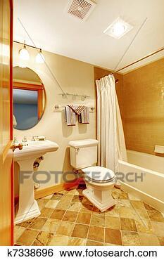 stock bilder warm goldenes badezimmer mit nat rlich fliesenmuster k7338696 suche. Black Bedroom Furniture Sets. Home Design Ideas