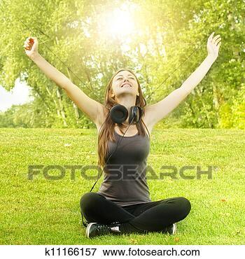 Foto - felicidade, menina,  relaxante. fotosearch  - busca de fotos,  imagens e clipart