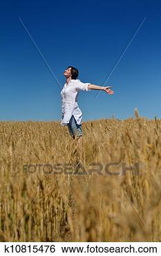 Banco de Imagem - jovem, mulher,  trigo, campo,  verão. fotosearch  - busca de fotos,  imagens e clipart