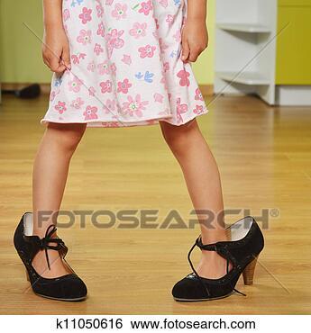 大女童皮鞋图片
