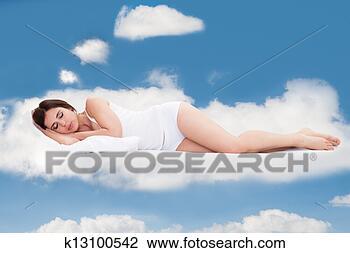 Banco de Imagem - jovem, mulher,  dormir, nuvens.  fotosearch - busca  de fotos, imagens  e clipart