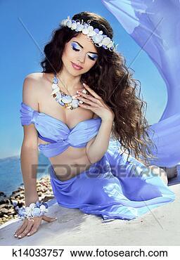 Foto - água, Nymph., longo, saudável, Hair., bonito, menina sorridente, em, violeta. Fotosearch - Busca de Imagens Fotográficas, Impressões, e Fotos Clipart