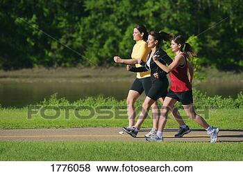 Banco de Imagem - mulheres, andar,  caminho. fotosearch  - busca de fotos,  imagens e clipart