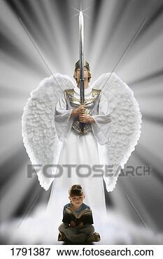 Foto - menina, leitura,  bíblia, anjo,  atrás de, dela.  fotosearch - busca  de fotos, imagens  e clipart