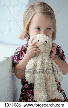 她, 玩具熊