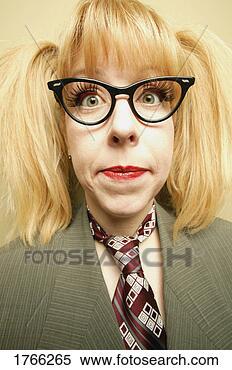 Stock Afbeelding - vrouw, bril. fotosearch  - zoek stockfoto's,  beelden, muurschilderingen,  afbeeldingen en  foto-clipart