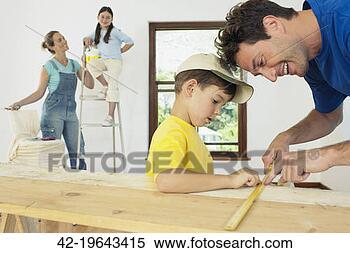 Banco de Imagem - crianças, ajudando,  pais, renovate,  sala. fotosearch  - busca de fotos,  imagens e clipart