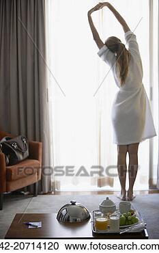 Arquivo de Fotografias - mulher, manhã,  exercícios. fotosearch  - busca de fotos,  imagens e clipart