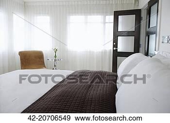 banque de photographies chambre coucher longueur pleine transparent rideaux 42. Black Bedroom Furniture Sets. Home Design Ideas