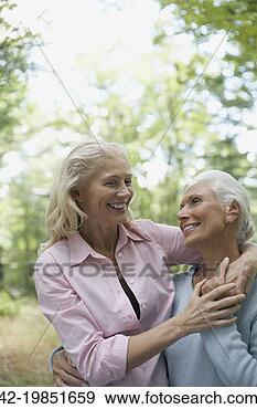 Arquivo Fotográficos - mulheres, rir,  olhar, cada, outro.  fotosearch - busca  de fotos, imagens  e clipart