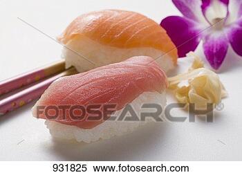nigiri-sushi-tuna_~931825.jpg