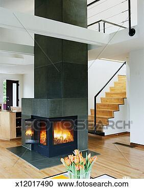 banques de photographies int rieur de moderne maison chemin e x12017490 recherchez. Black Bedroom Furniture Sets. Home Design Ideas