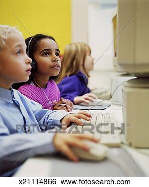 Banco de Imagem - três, crianças,  usando, computadores,  sala aula. fotosearch  - busca de fotos,  imagens e clipart