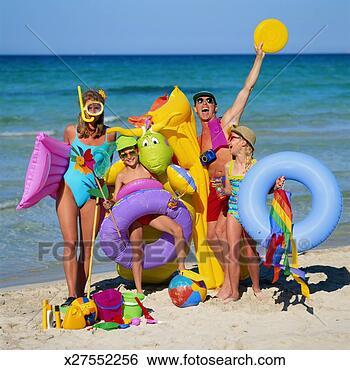 Banco de Imagem - família, praia,  brinquedos. fotosearch  - busca de fotos,  imagens e clipart