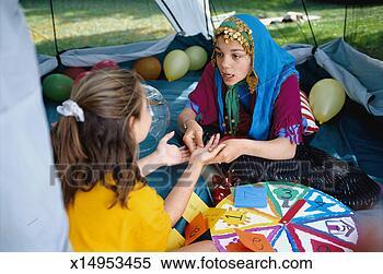 Banque d'Image - girl, habillé, gitan. fotosearch - recherchez des photos, des images et des cliparts