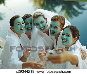 Arquivo Fotográficos - cinco, mulheres,  cosmético, máscaras,  um, mulher, desgastar,  nupcial. fotosearch  - busca de fotos,  imagens e clipart