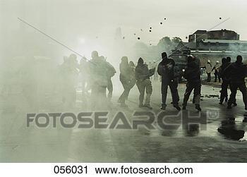 Banques de Photographie - rioters, lancement,  pierres, police.  fotosearch - recherchez  des photos, des  images et des  cliparts