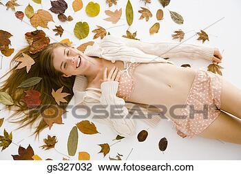 Banco de Imagem - mulher, folhas.  fotosearch - busca  de fotos, imagens  e clipart