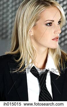 Femme En Cravate que pensez-vous des cravates pour femme ? - forum mode