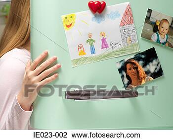 ايش لون يزينو ابواب الثلاجه.. photographs-drawing-refrigerator_~IE023-002.jpg