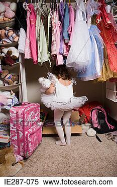Banco de Imagem - menina, tutu,  olhar, armário.  fotosearch - busca  de fotos, imagens  e clipart