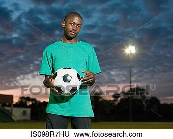 Banque de Photo - adolescent, africaine, garçon, football. fotosearch - recherchez des photos, des images et des cliparts