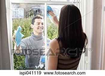 Arquivo Fotográficos - par, limpeza,  janela, junto.  fotosearch - busca  de fotos, imagens  e clipart
