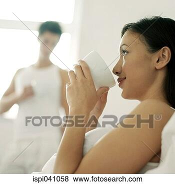 http://comps.fotosearch.com/comp/ISP/ISP011/woman-drinking-coffee_~ispi041058.jpg
