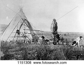 Banque de Photo - cree,  nord,   américain,  indien,   dehors,  tepee.  fotosearch - recherchez  des photos, des  images et des  cliparts