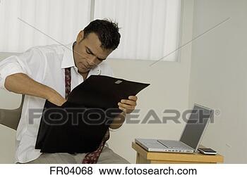 Banque de Photo - homme affaires, recherche, bref, cas. fotosearch - recherchez des photos, des images et des cliparts