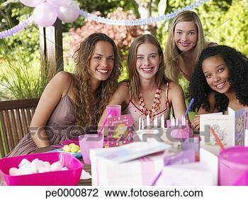 Banco de Imagem - quatro, adolescente,  meninas, aniversário,  partido, sorrindo,  ao ar. fotosearch  - busca de fotos,  imagens e clipart