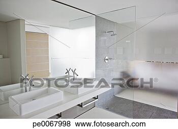 Immagini lavandini e doccia in bagno di moderno - Lavandini in vetro per bagno ...