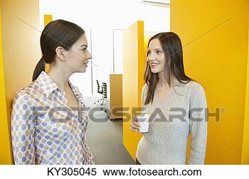Banco de Imagem - mulheres negócios,  bebendo, chá,  escritório. fotosearch  - busca de fotos,  imagens e clipart